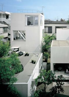 Moriyama house (2005) - SANAA This small housing project located on two suburban lots in the south of Tokyo consists of ten different proportioned volumes which create a flexible living space housing one occupant with up to five additional renters.