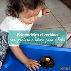 Fazer um brincadeira com gelatina é uma excelente maneira de proporcionar uma atividade de descoberta sensorial para os pequenos.