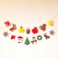 こんにちは꒰ ๑ּగᴗ̂గ๑꒱ෆ⃛*お待たせ致しました。クリスマスガーランドりすさんのガーランド宜しくお願い致します。素材アイロンビーズパーラービーズ
