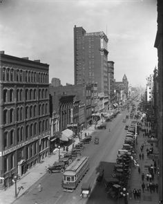 Market Street at Fifth Street. Louisville. 1921.