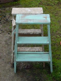 have one of these im gonna paint and make side table out of for sitting area Small Step Ladders, Small Ladder, Old Ladder, Vintage Ladder, Wooden Ladder, Recycled Furniture, Painted Furniture, Furniture Design, Pallet Shed