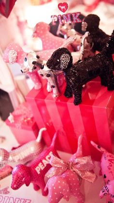 Pink Victoria secret dogs I need all of them Pink Bling, Pink Glitter, Victoria Secret Party, Victoria Secrets, Cute Pink, Pretty In Pink, Marca Pink, Pink Photography, Pink Nation