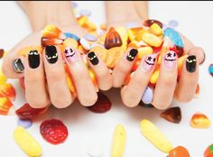 Hopefully you will have some new tips for your Halloween nails now. Just bear in mind that you ought to be comfortable with the nail art you select for Halloween. Halloween nail designs should be cautiously picked. Holiday Nail Designs, Holiday Nail Art, Halloween Nail Designs, Nail Art Designs, Holiday Crafts, Easy Nails, Easy Nail Art, Simple Nails, Chic Nail Art