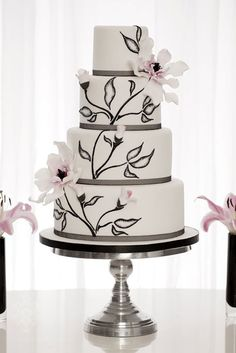 Hand Painted Wedding Cake Inspiration by elvia Painted Wedding Cake, White Wedding Cakes, Cool Wedding Cakes, Beautiful Wedding Cakes, Gorgeous Cakes, Wedding Cake Designs, Pretty Cakes, Amazing Cakes, Cake Original
