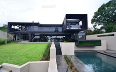 This sumptuous modern residence was designed by Nico Van Der Meulen Architects, located in Johannesburg, Bedfordview, South Africa. Villa Design, Small House Design, Modern House Design, Indoor Outdoor, Victoria House, Master Suite, Black House Exterior, Dream House Interior, Dream Pools