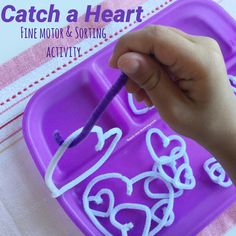 Look at this easy-to-set up and so-great-for-learning-hands-on hearts fine motor tray! PS- do check out these Fine Motor Books , almost 200 fun fine motor activities in two ebooks! Pipecleaners and a tray is all you need! (A tray with three compartments like THIS ONE) and a wire bender if you choose, but not necessary. …