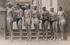 A képen az 1932-es Los Angeles-i olimpia aranyérmes magyar vízilabda csapatát látjuk: Ivády, Bródy, Vértesy, Németh, Homonnai, Keserű és Halassy. Halassy Olivér bal lába térd alatt hiányzik. Kétszeres olimpiai bajnok, háromszoros Európa-bajnok vízilabdázó, Európa-bajnok gyorsúszó, mindkét sportágban többszörös magyar bajnok.