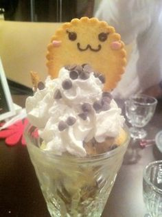 スイーツバーMelty(札幌•すすきの) / Clerk make your parfait very very lovely!  A cookie with cute face(・ω・)