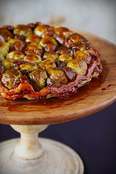 Tarte tatin with Brussels sprouts Belgian Food, Vegetarian Recipes, Healthy Recipes, Dinner Dishes, Food Design, Food Inspiration, Entrees, Food Photography, Veggies