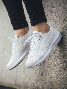 Nike Roshe Cortez: White