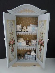 Dollhouse cabinet made by Jolanda Knoop