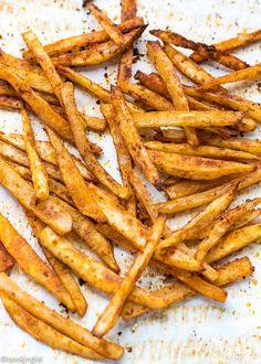 Easy Oven Fries Recipe- Easy Oven Fries Recipe – perfectly seasoned french fries, baked in the oven, crispy on the outside, soft on the inside. Oven Baked French Fries, Crispy French Fries, Baked Potato Oven, French Fries Recipe, Homemade French Fries, Season Fries Recipe, Best Fries Recipe, Fries In The Oven, Carne Asada