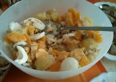 Get the Authentic Malaga Salad Recipe (Ensalada Malagueña). A fresh potato salad with salt cod, oranges and onion. A delicious starter for any meal.