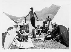 Camping in Hout Bay 1963 Old Oak Tree, African History, Camps, Old Pictures, Cape Town, Vintage Photos, South Africa, Places To Go, Nostalgia