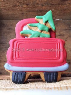 Fun cookie for tree-trimming party [CookieCrazie] Christmas Tree Cookies, Christmas Cookie Exchange, Crazy Cookies, Cute Cookies, Christmas Goodies, Christmas Treats, Royal Icing Cookies, Sugar Cookies, Diy Food Gifts