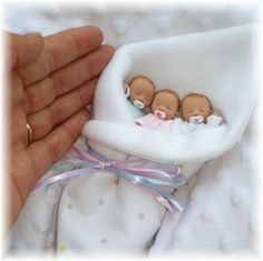 anyone have a polymer baby mold? i want a lil baby on a ring to wear as a pendant! a girl to rep lil didik Hand Sculpt Babies. You will be getting a Mystery One of a Kind Full Sculpt Non-Movable Baby! Baby Hair Colour ( Brown, Blonde, Black or Bald) Cute Baby Dolls, Reborn Baby Dolls, Little Doll, Little Babies, Mini Bebidas, Baby Mold, Realistic Baby Dolls, Baby Fairy, Clay Baby