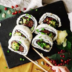 Healthy Recipes This huge sushi roll is for tuna lovers only. - This huge sushi roll is for tuna lovers only. Sushi Recipes, Seafood Recipes, Asian Recipes, Cooking Recipes, Healthy Recipes, Simple Recipes, Healthy Drinks, Healthy Food, Good Food