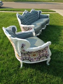 Thrifty Treasures: Painting an antique couch Victorian Couch, Antique Couch, Victorian Furniture, Vintage Sofa, Vintage Furniture, Reupholster Furniture, Upholstered Furniture, Painted Furniture, Furniture Refinishing
