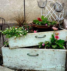 Riciclo cassettiera: 20 fioriere creative con la vecchia cassettiera
