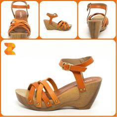 Disfruta de estas sandalias marrones de tacón