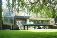 Hind House sits on the banks of the River Loddon, near Wargrave in Berkshire, UK.