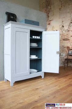 new ideas for painting kitchen cabinets blue cupboards White Furniture, Kitchen Furniture, Diy Furniture, Painting Kitchen Cabinets, Kitchen Cupboards, Dark Cabinets, Freestanding Kitchen, Shabby Chic Kitchen, Exterior House Colors