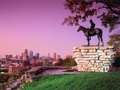 Scout Sculpture - Skyline view of Kansas City - Missouri