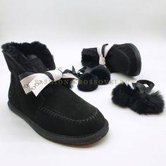 Угги UGG мини черные с помпонами цена от 5990 рублей Ugg Australia, Moccasins, Uggs, Flats, Shoes, Fashion, Penny Loafers, Loafers & Slip Ons, Moda