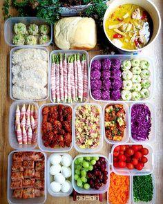今週の作り置き めにゅー(右側上段から) ⭐グリーンカレー ⭐ミルク食パン ⭐キャベツ焼売 ⭐紫キャベツのクミン焼売 ⭐アスパラ肉巻き ⭐とんかつ(下拵え) ⭐紫キャベツのマリネ ⭐厚揚げチリソース ⭐薩摩芋と厚切りベーコンの 粒マスタードサラダ ⭐ヤンニョムチキン ⭐ヤングコーン肉巻き ⭐トマト ⭐刻みネギ ⭐ニンジンラペ ⭐ぶどう達 ⭐味付け卵 ⭐大根餅 ※ ※ 2週続いての焼売さんは訳ありで レシピを探り探り固めていってます✨ 先週3回も焼売作ったよ😂 今週はごはんのお仕事やイベントや 遊びと大忙し‼️ 合間に面談も入っとります😂😂 さーー今週も頑張るぞ! ※ ※ #作り置き#つくりおき#つくおき#お弁当#わっぱ弁当#ストックおかず#作り置きおかず#クッキングラム#おうちごはん#おうちごはんlover#wp_deli_japan#おうちカフェ#おかず#献立#豊かな食卓#japanesefood… Beans, Vegetables, Food, Essen, Vegetable Recipes, Meals, Yemek, Beans Recipes, Veggies