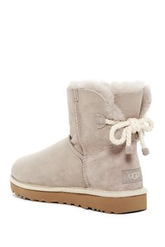 Uggs r) Modern australia 'Selene' Boot I figured just read was lovable. A little bit not the same as the typical Ugg sheepskin boots. Outfits Ugg Boots, Ugg Boots With Bows, Black Boots Outfit, Girls Ugg Boots, Outfit Jeans, Cute Ankle Boots, Cute Shoes, Cute Uggs, Ugg Winter Boots