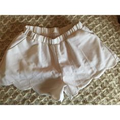 Light and comfortable! Short Outfits, Boho Shorts, White Shorts, Buy And Sell, Stuff To Buy, Clothes, Beauty, Women, Fashion