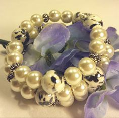 Ivory and black pearl memory wire bracelet by SnoBirdBeads on Etsy