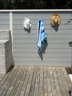 Great idea for the bulli beach shack House By The Sea, My House, Beach House Deck, Street House, Beach Shack, Exterior House Colors, Fence Ideas, Paint Colours, House Exteriors