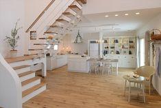 注文住宅のアルネットホーム 水戸住宅ショールーム(展示場)は、1つの空間で3つのライフスタイルを体感できる県内最大級の住宅ショールームです。「モダン」「カントリー」「ジャパニーズ」3つのモデルルームを比較しながらご覧いただくことで、ライフスタイルに最適な住まいのカタチを見つけることができます。