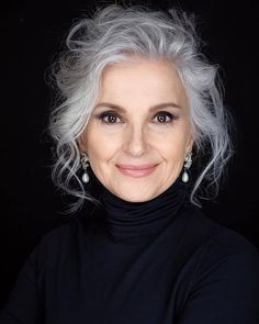 Grey Hair Over 50, Long Gray Hair, Silver Grey Hair, Curly Gray Hair, Natural Hair Tips, Natural Hair Styles, Coiffure Hair, Grey Hair Inspiration, Great Hair