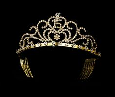 Elegance by Carbonneau Radiant Gold Rhinestone Birthday Tiara Available in Sweet 15 or 16 Silver 6031 Quinceanera Tiaras, Quinceanera Decorations, Sweet Sixteen Dresses, Sweet 15 Dresses, Royal Crowns, Tiaras And Crowns, Birthday Tiara, 15th Birthday, Princess Tiara