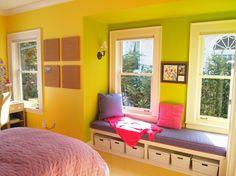 wandgestaltung farbe | kinderzimmer-wandgestaltung-mit-farbe-gelb-gruen-sitzecke-fenster-idee