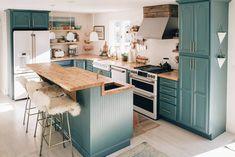 Home Renovation Kitchen Emily Henderson Showemyourdiy DIY Kitchen Old Kitchen, Updated Kitchen, Home Decor Kitchen, Home Decor Bedroom, Kitchen Furniture, Home Kitchens, Kitchen Ideas, Kitchen Sinks, 10x10 Kitchen
