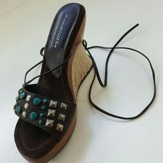 New MATISSE SHOES Brand new Sz 6M Heel 4 inches  A few scuffs on wood Matisse Shoes