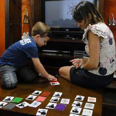 """""""No jogo da memória, ele ganha de qualquer um"""", diz Cláudia Soares sobre o neto Fabrizzio (Foto: Fernanda Brescia/G1)"""