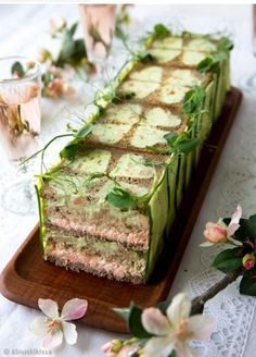Savory magic cake with roasted peppers and tandoori - Clean Eating Snacks Tea Party Sandwiches Recipes, Breakfast Sandwich Recipes, Sandwich Cake, Tea Sandwiches, Breakfast Cake, Clean Eating Snacks, Healthy Snacks, Salad Cake, Savoury Cake