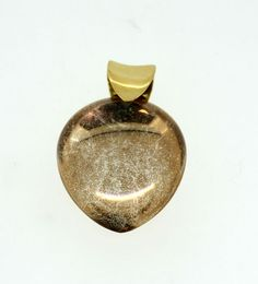 Currently at the #Catawiki auctions: 18K Yellow Gold Quartz Pendant
