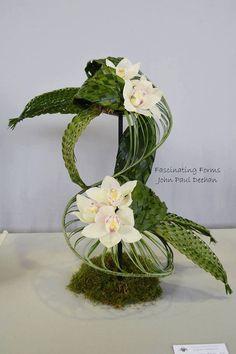 Contemporary Flower Arrangements, Creative Flower Arrangements, Tropical Floral Arrangements, Ikebana Flower Arrangement, Ikebana Arrangements, Wedding Flower Arrangements, Floral Centerpieces, Arreglos Ikebana, Unusual Flowers
