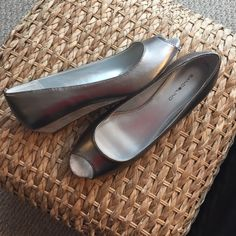 Metallic wedge open toe flats These metallic wedge flats can take you from day to night and from casual to dress. Super cute for Spring and Summer! Bandolino Shoes Wedges