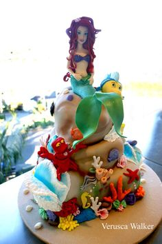 The Little Mermaid, Flounder, Sebastion by Verusca Walker Little Mermaid Cakes, The Little Mermaid, Pretty Cakes, Beautiful Cakes, Sea Cakes, Pink Cakes, Ariel Cake, Fairy Cakes, Character Cakes