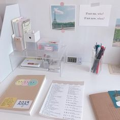To inspire you desk organization when you need your special work place 12 – fugar.sepatula To inspire you desk organization when you need your special work place 12 – fugar. Study Room Decor, Study Rooms, Study Space, Bedroom Decor, Desk Space, Study Areas, Study Corner, Desk Inspiration, Desk Inspo