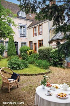 Illiers-Combray - Eure et Loir - Marcel Proust Museum. Marcel Proust, Life Is Beautiful, Beautiful Homes, Beautiful Places, Swann's Way, French Countryside, Outdoor Living, Outdoor Decor, Garden Paths