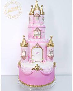 Caramba!!! Esse bolo ficou digno de uma princesa realmente! By @artedaka..#bolocenografico #aluguelbolofake #aluguelparafestas #artedaka #aluguelabc #bolocastelo #festasimples #montesuafesta#boloprincesasdisney #boloprincesa #festaprincesas #festaprincesa Disney Princess Birthday, Princess Party, Princess Cakes, Tortas Baby Shower Niña, Architecture Cake, Castle Birthday Cakes, Castle Cakes, Bolo Barbie, Disney Cakes