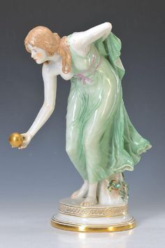 Large figurine, Meissen, around 1900, The female ball player, designed by Walther Schott, quality full under glaze painting