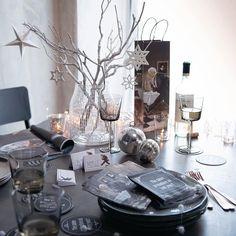 Cheerio! #tischleindeckdich #pure #lights #gemütlich #silver #gold #wohnzimmer #table #interiordesign #interior #homedecor #interiorlovers #dekoration #magazines #instahome #interiorinspiration #decorationideas #instaliving #deko #solebich #living #picoftheday #white #livingroom #vorweihnachtszeit #christmas #christmasdecorations #christmasdecor #wine #whitewine